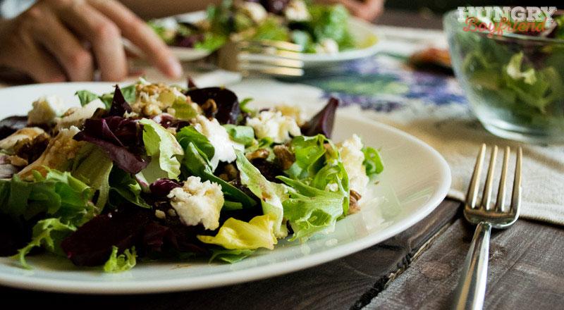 Салат из свеклы с мягким сыром и грецкими орехами