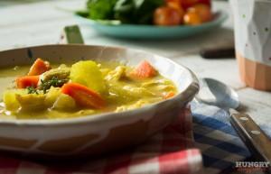 Куриный суп с овощами можно подавать