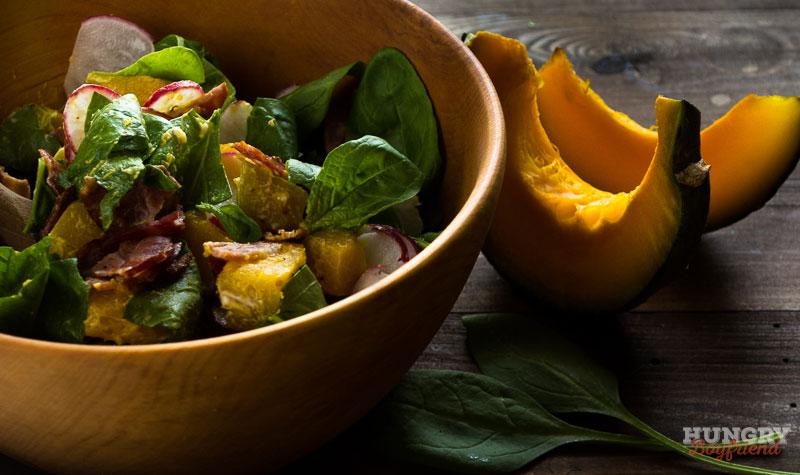 Салат с запеченной тыквой готов