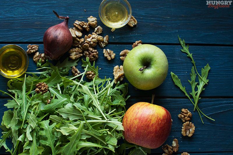 Ингредиенты для салата с рукколой и яблоком