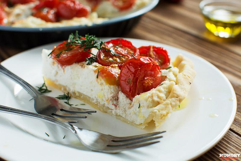 Тарт с рикоттой и помидорами черри готов
