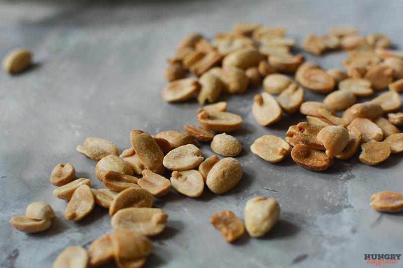 Обжариваем орешки