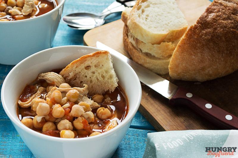 Суп с нутом и курицей готов