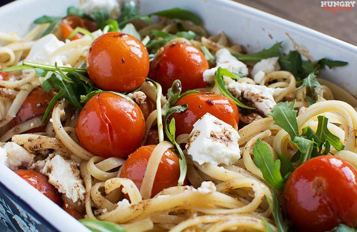 Спагетти с черри и запеченной рикоттой готова