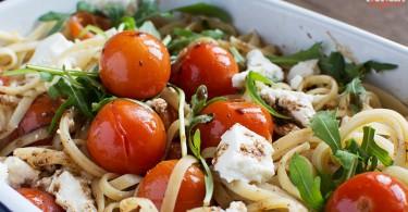 Спагетти с томатами и запеченной рикоттой
