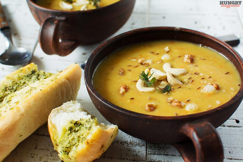 Суп пюре из батата с красной чечевицей готов