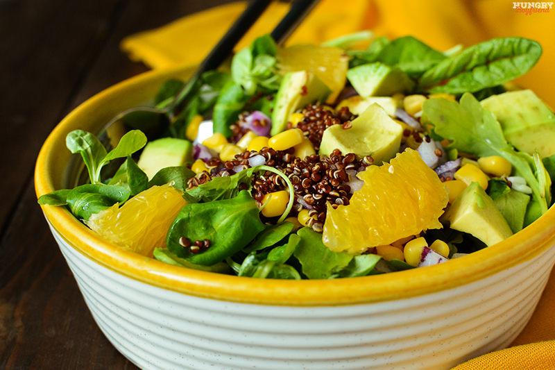 Салат из киноа с авокадо готов